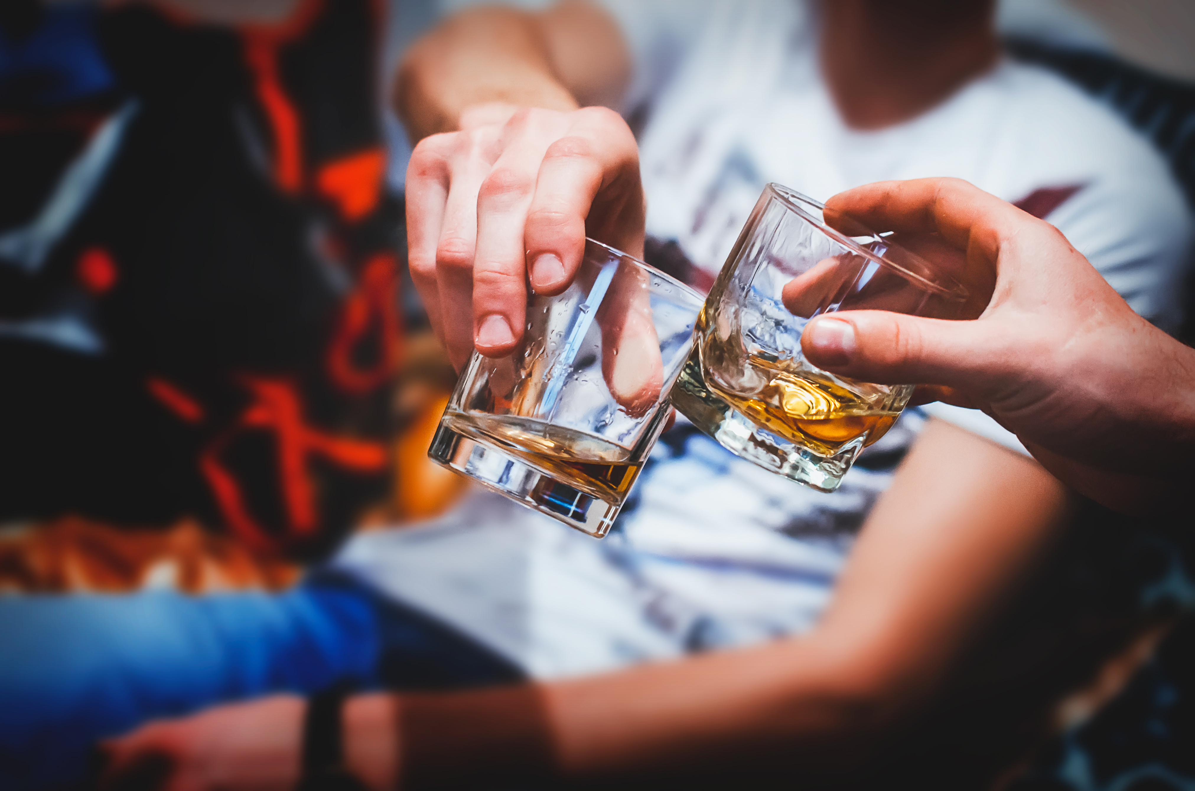 an image of people drinking for the blog dangers of binge drinking